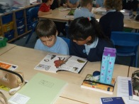 1516_Yr 4 and 6 reading buddies (5)